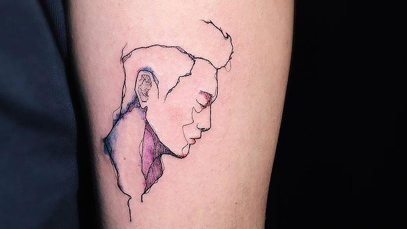 Памятная татуировка с мужчиной. Татуировщик Hank Park